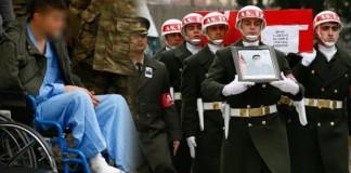 Şehit Cenazesi'ne Yaralı Asker Damga vurdu