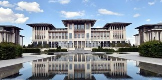Ak Saray'da Uygunsuz İlişki İddiası!