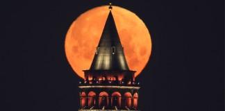 Ay ve Galata Kulesi'nden Muhteşem Buluşma!