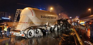 Beton Tankeri Kaza Yaptı, E-5 Fena Kilitlendi!