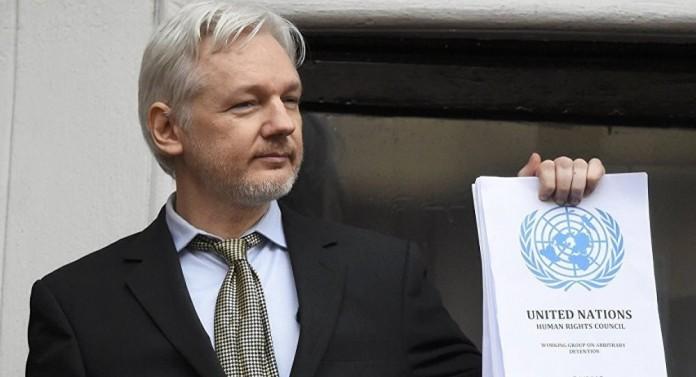 Bu Kez Balkon Konuşmasını Julian Assange Yaptı!