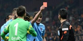 Türkiye Bunu da Gördü! Oyuncu Hakeme Kırmızı Kart Gösterdi!
