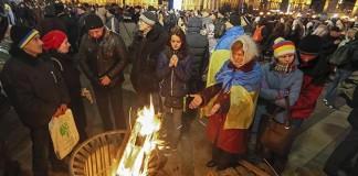 Ukraynalı Eylemciler Geceyi Meydanda Geçirdi!