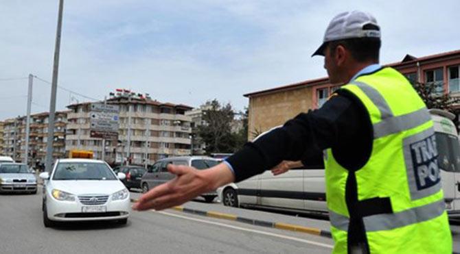 Vekile ve eşlerine trafik cezası yok!