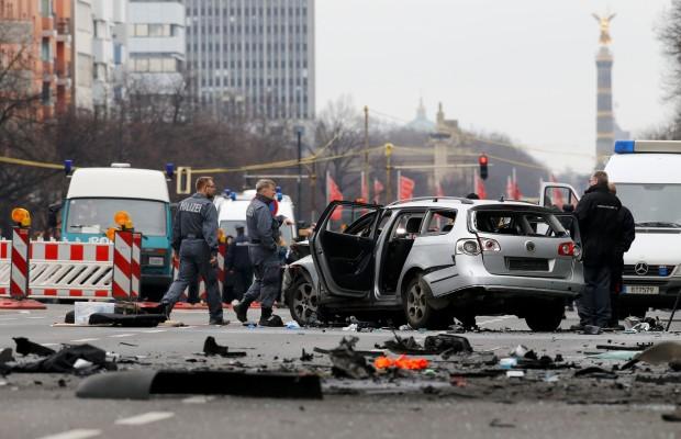 Berlin'de Bombalı Araç Patladı!