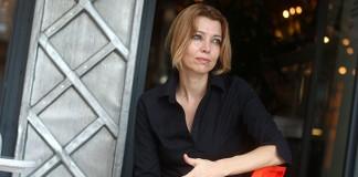 Elif Şafak: Türkiye Toplu Olarak Depresyona Girdi