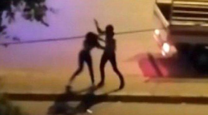 İzmir'de tanımadığı genç kızı sokak ortasında dövdü!