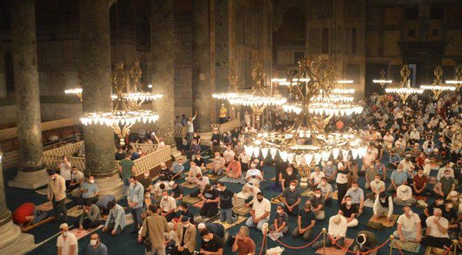 Ayasofya'da ilk sabah namazı,Vali Yerlikaya'da katıldı