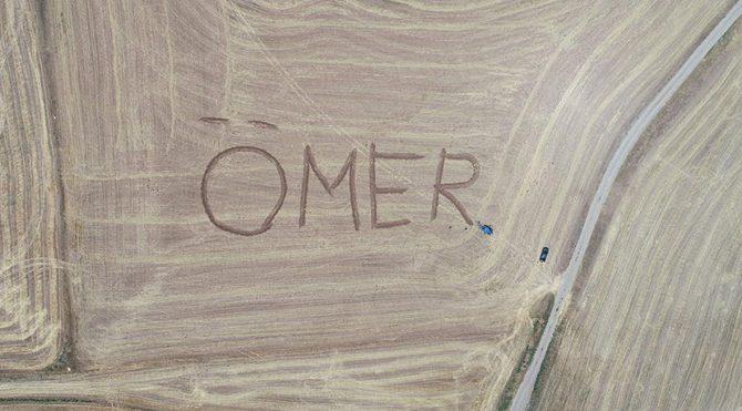 Kanser'den ölen kardeşinin adını her yıl tarlaya yazıyor
