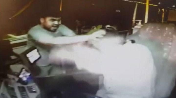 Otobüse maskesi binmelerine izin vermeyen şoförü dövdüler