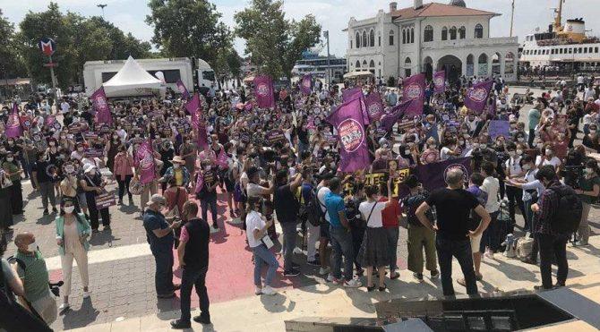 Şiddet mağduru kadınlar Kadıköy ve Beşiktaş iskelesinden haykırdı: İstanbul Sözleşmesi uygulansın!