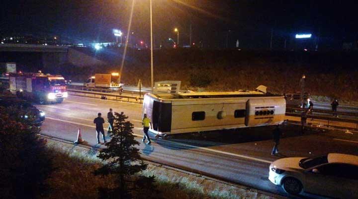 TEM'de düz yolda Metro'nun otobüsü devrildi, 1 kişi öldü