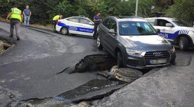 Beşiktaş'ta yol çöktü: Bir araç çukura düştü