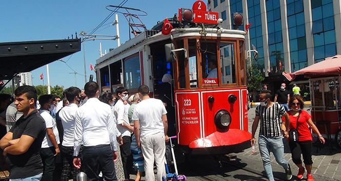 Nostaljik tramvayda izdiham , sosyal mesafemı? o ne?