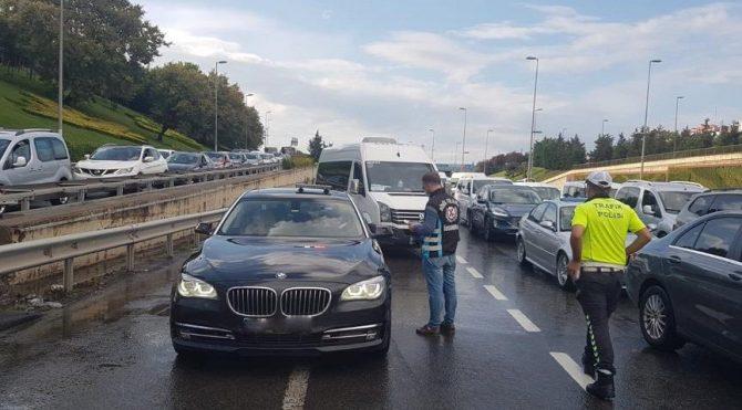 Yurt genelinde eş zamanlı çakar lamba uygulaması: 46 sürücüye ceza