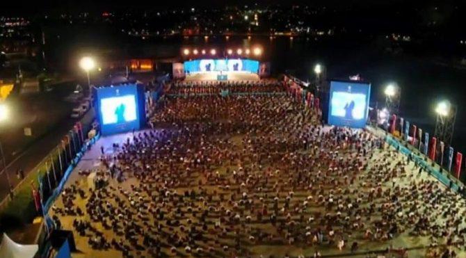 AKP '100 bin yeni üye' programını Haliç Kongre Merkezi'nde gerçekleştirdi.