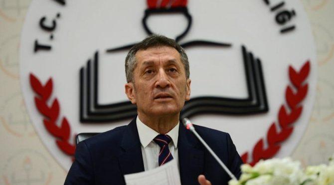 Milli Eğitim Bakanı Ziya Selçuk velileri uyardı