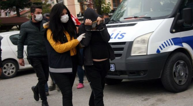Ablaların 15 yaşındaki kardeşlerini fuhuş'a sürüklemelerine polis 'dur' dedi