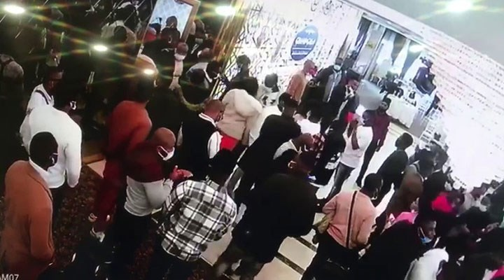 Düğün salonunda ayin yapan Afrikalılara sosyal mesafe cezası