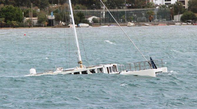 Bodrum'u fırtına vurdu,milyonlarca liralık tekneler battı