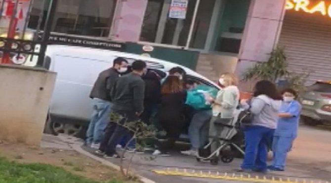 Hamile kadın hastane önünde araçta doğum yaptı