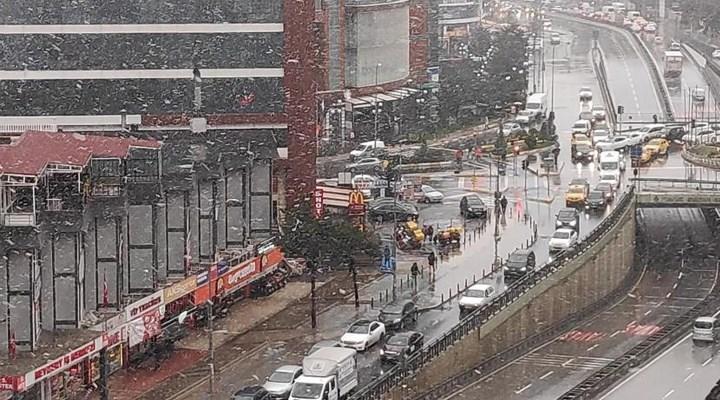 İstanbul'da beklenen kar yağışı Beylikdüzü, Büyükçekmece ve Silivri'de etkisini gösteriyor.