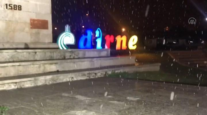 Edirne'de beklenen kar yağışı başladı