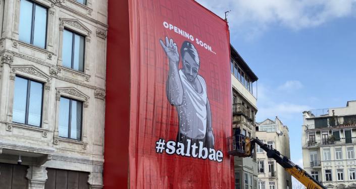 Galata'da tarihi binaya asılan Nusret posterine tepki: 'Kültür varlığı mevzuatına aykırı'