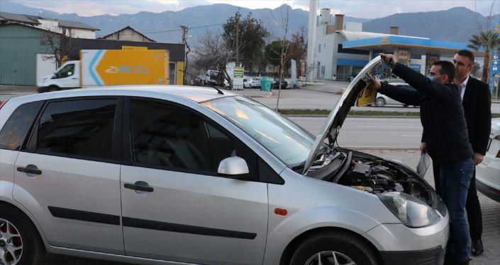 Satın aldığı otomobilin 'birleştirilmiş' olduğunu bakım için gittiği tamircide öğrendi