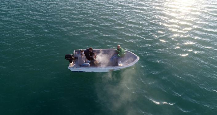 Adana'da mesire alanlarında yasak olduğu için teknede mangal yaktılar