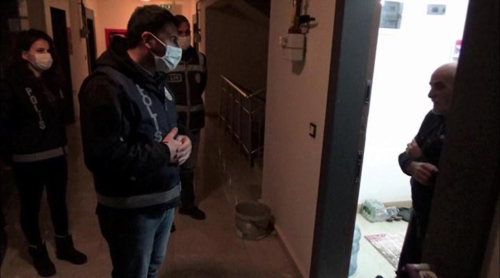 """Amasya'da """"Misafir kabul etmeyin"""" uyarısı yapan polisleri çaya davet etti"""