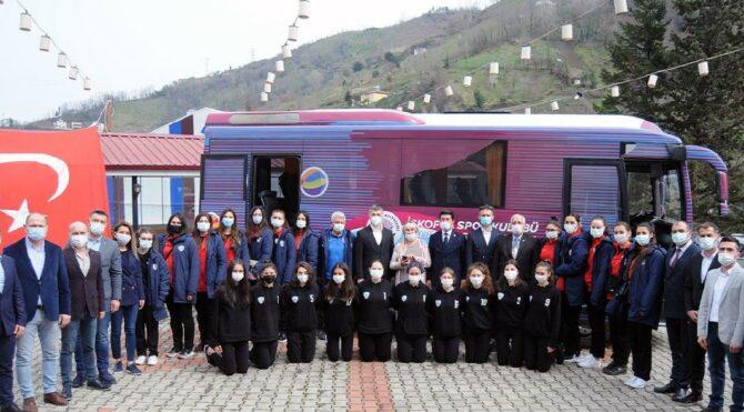 Ekrem İmamoğlu'nun hediye ettiği otobüs Trabzon'u karıştırdı