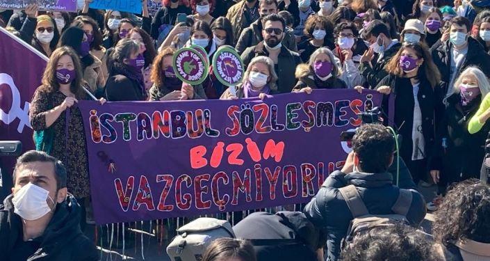 Kadıköy'de İstanbul Sözleşmesi eylemi