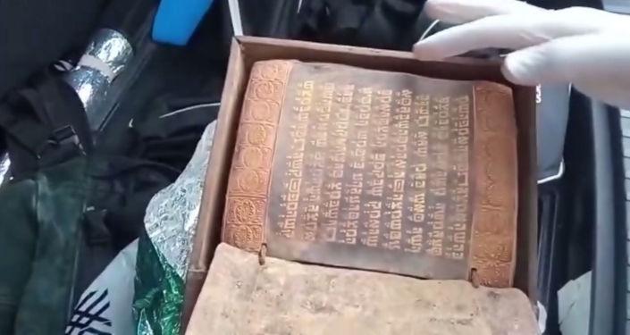 Samsun'da sanduka içinde altın işlemeli 2500 yıllık Tevrat ele geçirildi