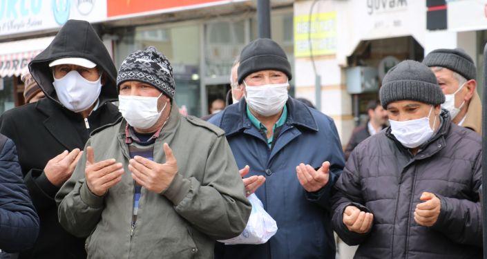 Sivas'ta , Türkiye'nin İstanbul Sözleşmesi'nden çekilmesi nedeniyle 8 şükür kurbanı kestiler