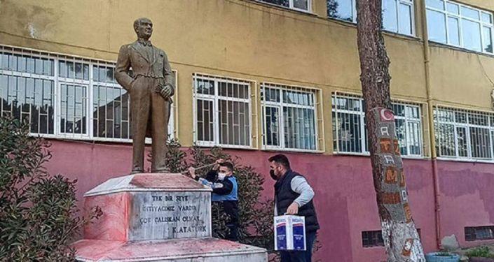 Tekirdağ'da Atatürk heykeline saldırı