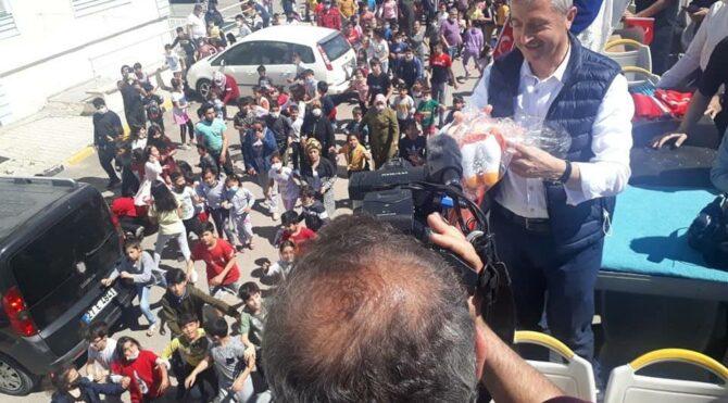 AKP'li Şahinbey belediyesi oyuncak dağıttı, izdiham yaşandı