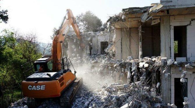 Arnavutköy Belediyesi kaçak yapıların yıkımı için ihale düzenleyecek