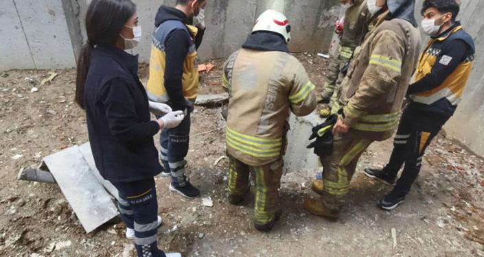 Beyoğlu'nda ilk iş gününde çukura düşen 56 yaşındaki işçi hayatını kaybetti