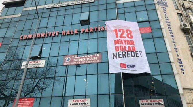 CHP binasındaki ''128 milyar dolar nerede?'' afişini de kaldırdılar