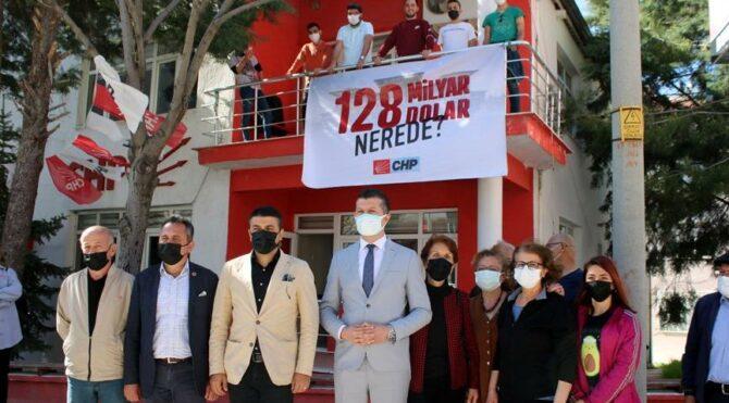 CHP Burdur il başkanı ile polis arasında pankart tartışması