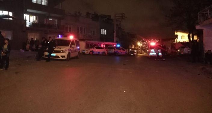 İzmir'de sokak ortasında iki grup arasında silahlı çatışma: 6 yaralı