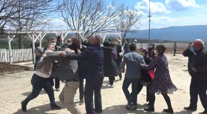 Karabük'te köylüler ile muhtar tekme tokat kavga etti