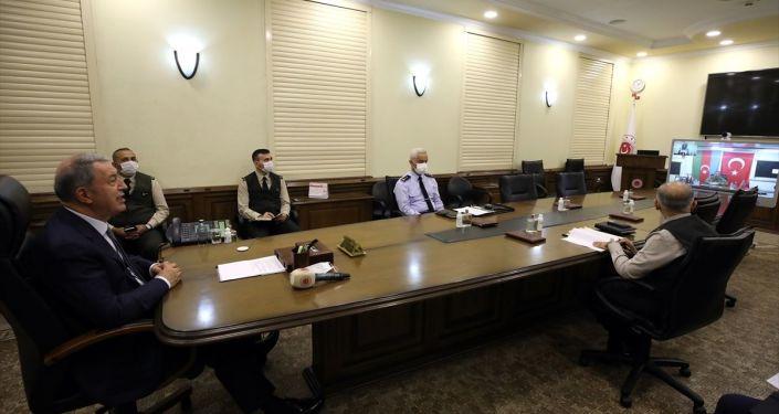 Milli Savunma Bakanı Hulusi Akar, Azerbaycan Savunma Bakanı Hasanov ile görüştü