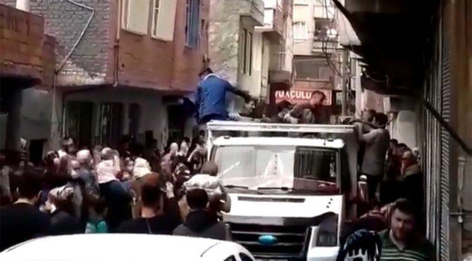 Patates dağıtımında izdihamın adresi bu kez Diyarbakır