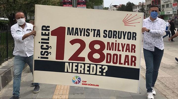 """Tunceli'de ,1 Mayıs kortejindeki '128 Milyar dolar nerede"""" pankartına el konuldu"""