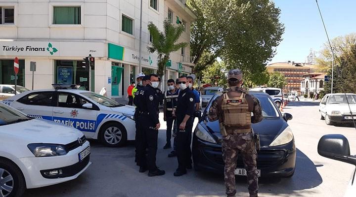 Afyon'da tartıştığı polisleri videoya çekmek isteyen kişi gözaltına alındı