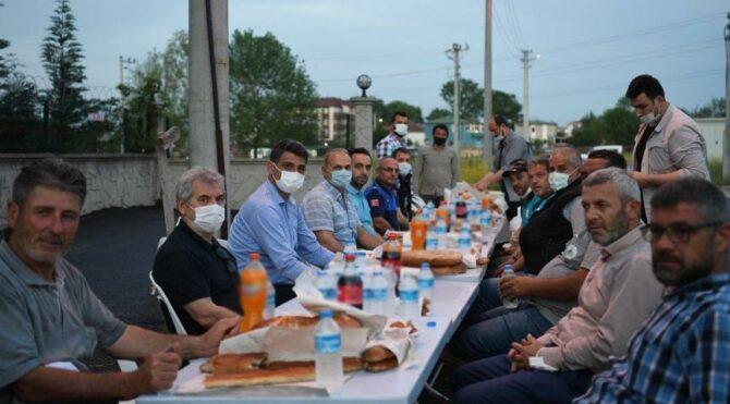 AKP'li Kartepe belediye başkanı genelgeye uymadı, toplu iftar yaptı