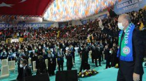 AKP'li Mustafa Elitaş'tan 'lebaleb' kongreler açıklaması: Yapılması gerekiyordu, yaptık