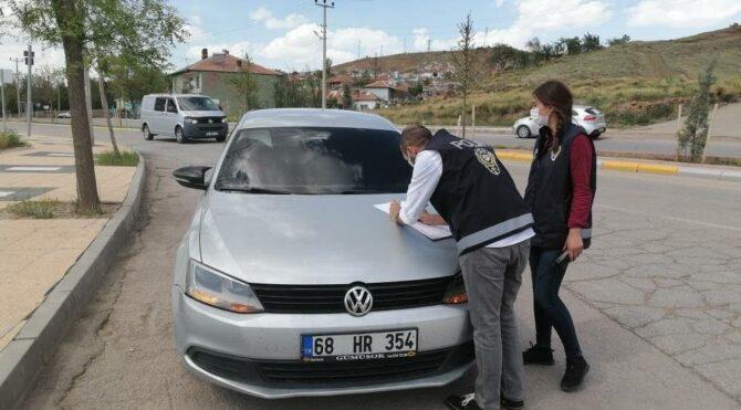 Aksaray'da kısıtlamayı ihlal eden sürücü kendini ve arkadaşını araca kilitledi